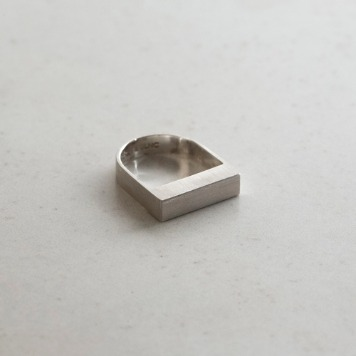 TEXT & SLNCBold 'U' Ring