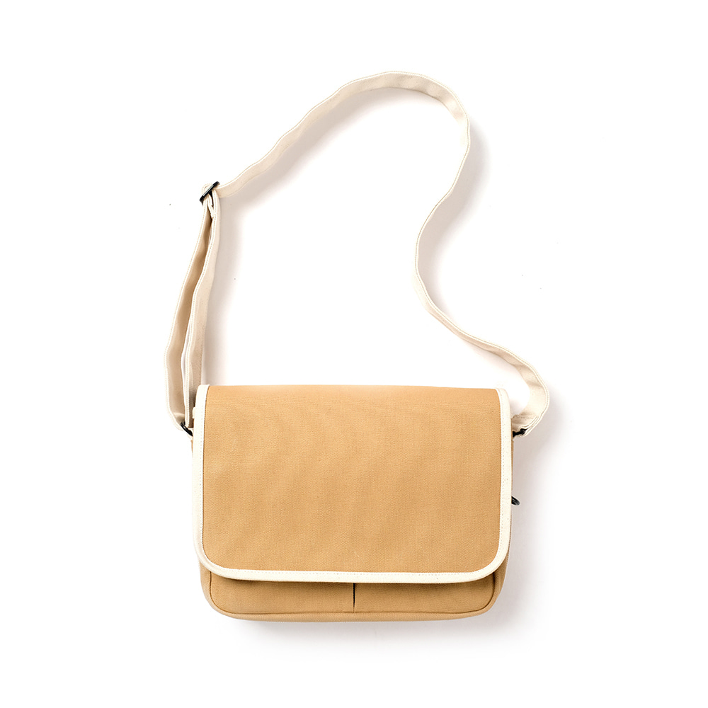 MAZI UNTITLEDSmall Runner's bag(Tan/Ecru)
