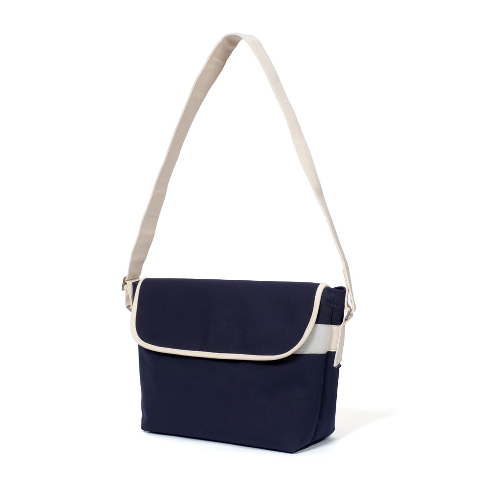 MAZI UNTITLEDAmble  Bag(Navy)10% OFF